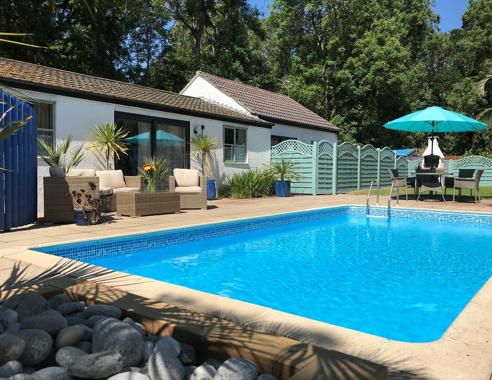 Pool_and_Lodges_1000.jpg