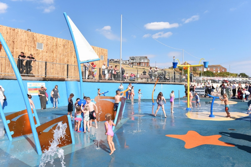Youngsters keep cool by trying new splashpad at Gorleston seafront